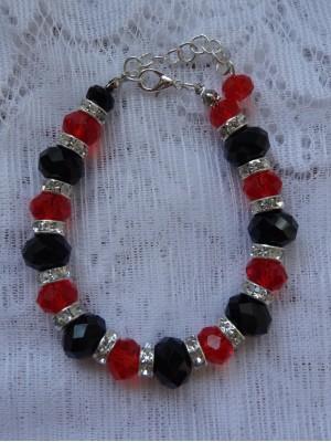 Juodo ir raudono stiklas apyrankė su intarpais