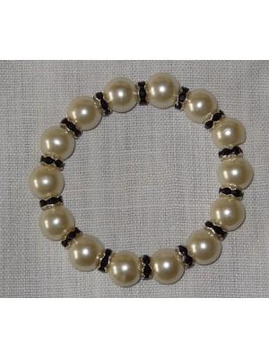 Šampano spalvos perlų su juodais intarpais apyrankė