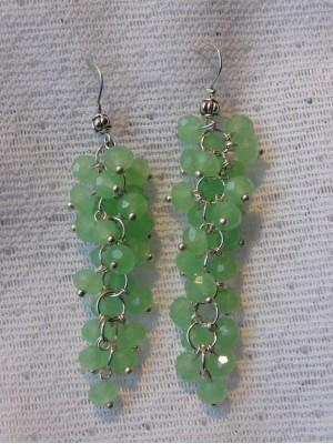Auskarai kekės: žali stikliniai karoliukai