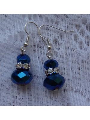 Auskarai: tamsiai mėlynas stiklas