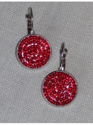 Raudoni užsegami auskarai