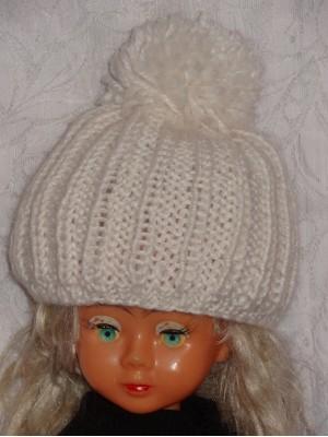 Balta kepurė su bumbulu