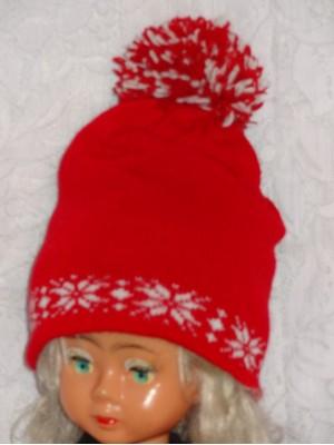 Raudona kepurė su snaigėm