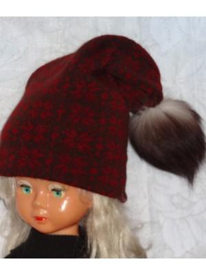 Tamsiai ruda žieminė kepurė su snaigėm