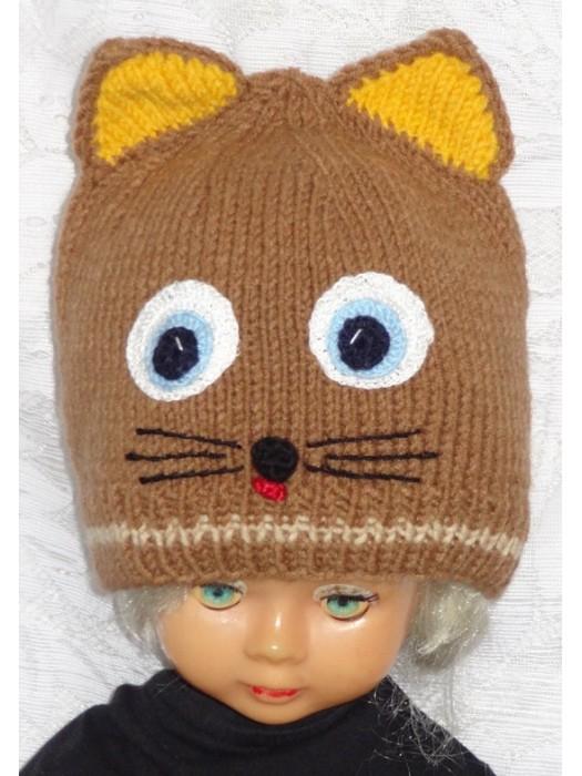 Rudai geltona kepurė kačiukas