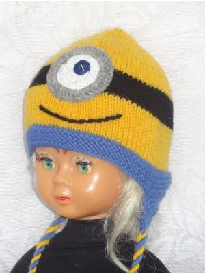 Gelsvukas su viena akyte kepurė