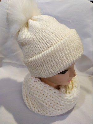 Dviguba šilta balta kepurė su bumbulu