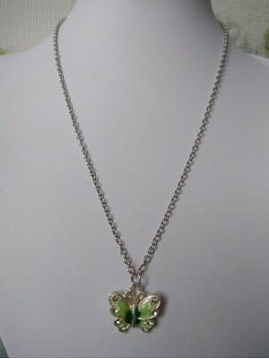 Žalias drugelis  - pakabukas su grandinėle