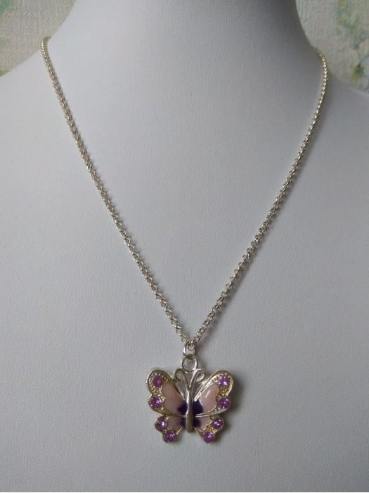 Violetinisdrugelis  - pakabukas su grandinėle
