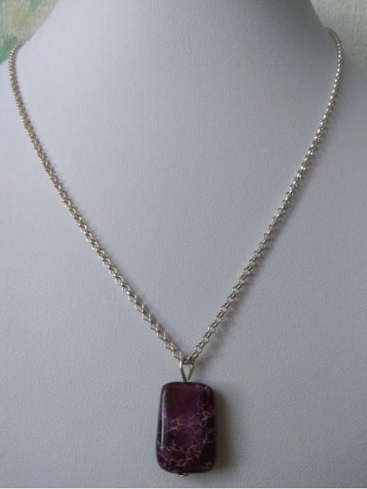 Imperatoriško violetinio jaspio pakabutis