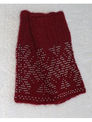 Megztos bordo spalvos riešinės su karoliukais