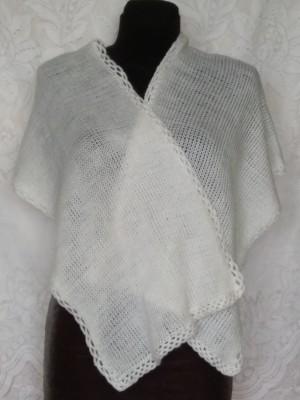 Baltas minkštas ir šiltas šalikas