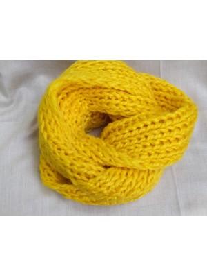 Geltonas švelnus šalikas snoodas