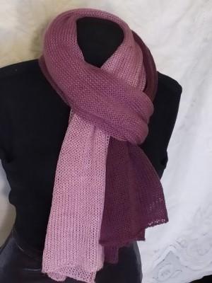 Violetinės pereinančios spalvos šalikas