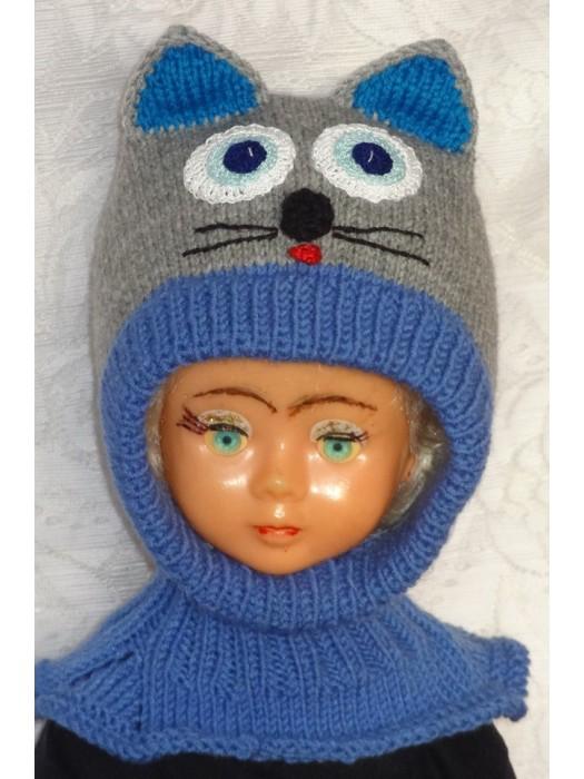 Pilkai mėlynas katinas kepurė šalmas