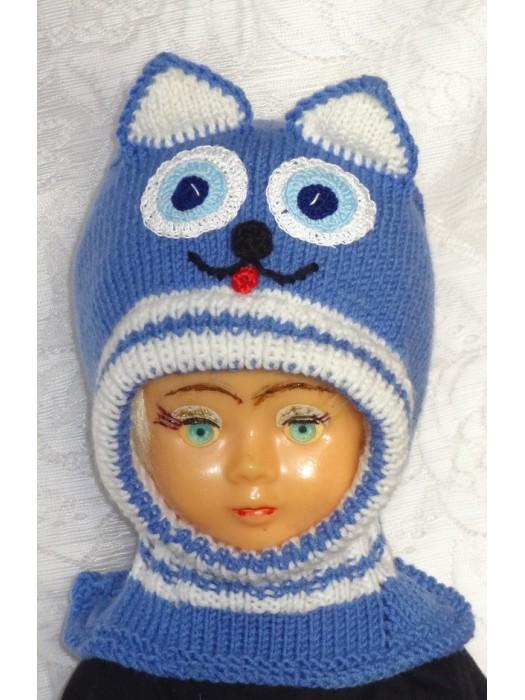 Mėlynai baltas katinas kepurė šalmas